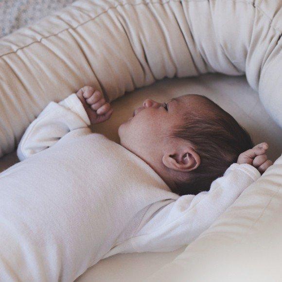 unipesä vauvalle